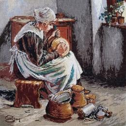 Fetita curatand vase